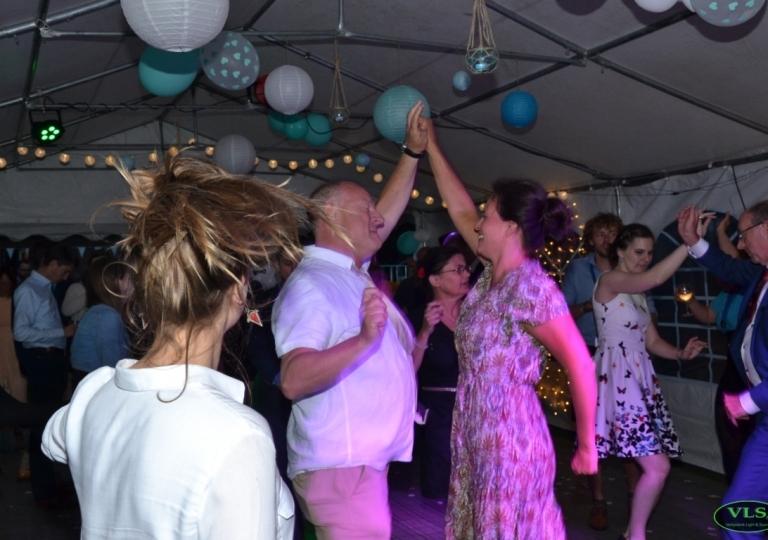 Bruiloft Dj Huren 100 Dansgarantie Met Allround Dj S